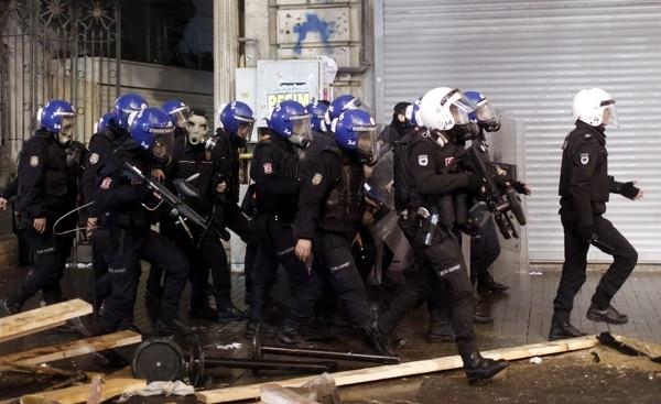 El Ministerio de Interior turco ha relevado a unos 350 policías de Ankara, en lo que parece una nueva vuelta de tuerca del Ejecutivo en su lucha contra la Judicatura.