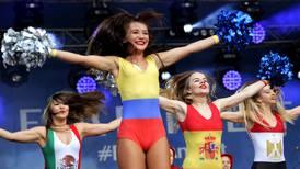 FIFA pide a televisoras evitar enfocar a mujeres en partidos por sexismo en Rusia 2018
