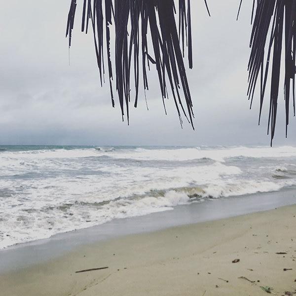 El mar se vuelve un poco peligroso cuando llueve, incluso nadie se animó a meterse ese día.