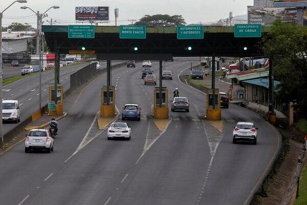 La operación sin interrupciones de los peajes será uno de los primeros cambios que percibirán los conductores que viajan por las autopistas General Cañas y Bernando Soto. Foto: Mayela López