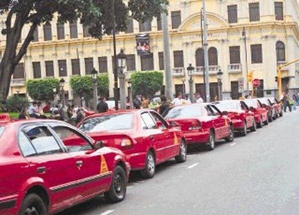 Concesionarios de placas de taxi no pueden ceder el derecho a un tercero, si carecen de la autorización del Consejo de Transporte Público. | ARCHIVO.