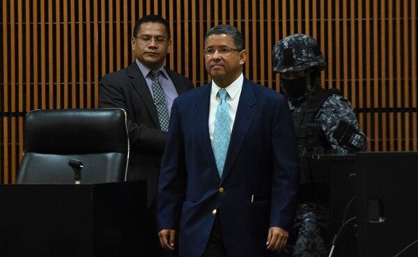 Flores recibió los cheques por $10 millones de la embajada de Taiwán