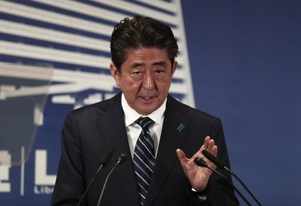 El primer ministro, Shinzo Abe, conversó con la prensa, este lunes 23 de octubre del 2017, en la sede del Partido Liberal Democrático en Tokio.