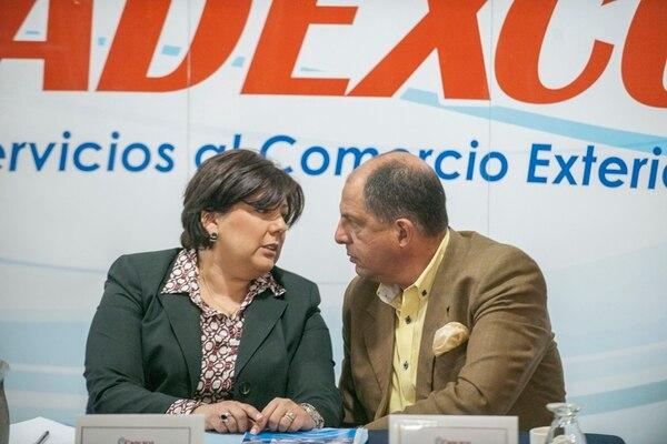 La presidenta de Cadexco, Mónica Segnini, aspiró a ser vicepresidenta con el PAC, en el 2010. Ayer se reunió con el candidato de ese partido, Luis Guillermo Solís, para entregarle la agenda de comercio exterior. | FABIÁN HERNÁNDEZ.