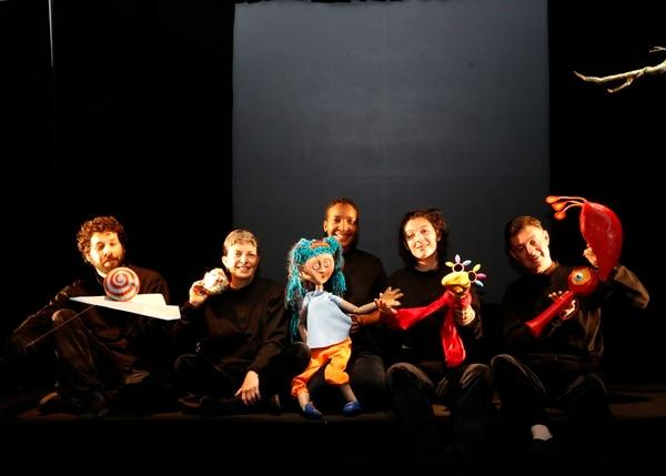 El colectivo mantiene su espíritu intacto. El elenco actual se compone por Luciano Palavicini Rosalía Camacho, Julie Betances, Sofía Navarro y Álvaro Mata. Foto: Albert Marín.