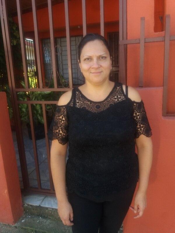 """Carmen Rivera lamentó que su tío muriera sin los medicamentos necesarios para calmarle el dolor, """"la deshumanización, con que se trató a mi tío, es doloroso pensar hasta dónde se ha llegado en insensibilidad humana"""". Foto: Fernando Gutiérrez."""
