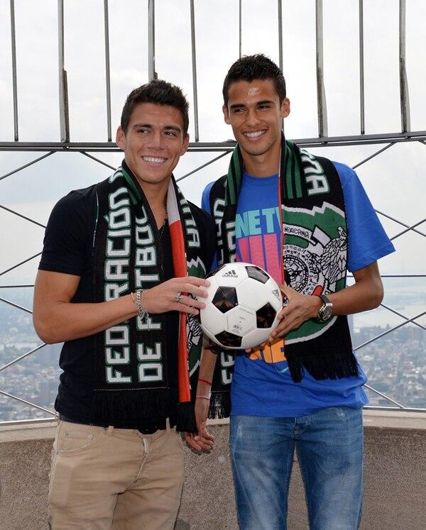 Los mexicanos Héctor Moreno y Diego Reyes, ayer en Nueva York   AFP