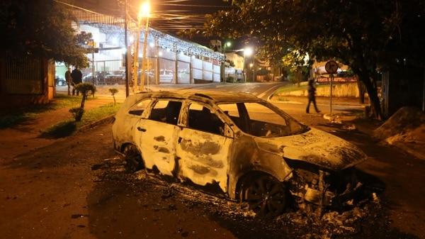 Varios carros fueron quemados por los asaltantes durante el robo en las instalaciones de la compañía Prosegur in Ciudad del Este, departamento de Alto Parana, Paraguay, en la triple frontera con Brasil y Argentina.