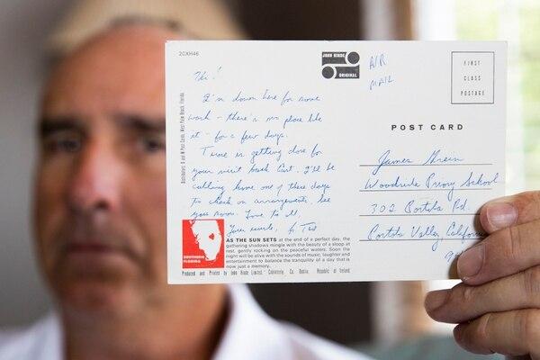 James Grein mostró -el 26 de julio del 2019- una tarjeta postal que le envió el cardenal Theodore McCarrick. El destinatario tenía entonces 15 años.