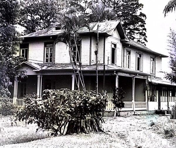 Casa de la Hacienda La Caja en mal estado. Fotografía: Colección familia Peters Scheider.