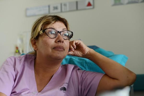 Maricruz Leiva ocupa la camilla 36 del salón 6 del tercer piso del Hospital del Trauma, ubicado en La Uruca.