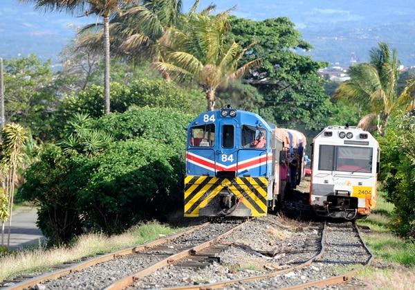 El tren traslada 3,8 millones de pasajeros al año, según Incofer.