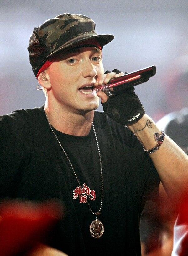 Eminem durante una presentación en los MTV Movie Awards del 2004.
