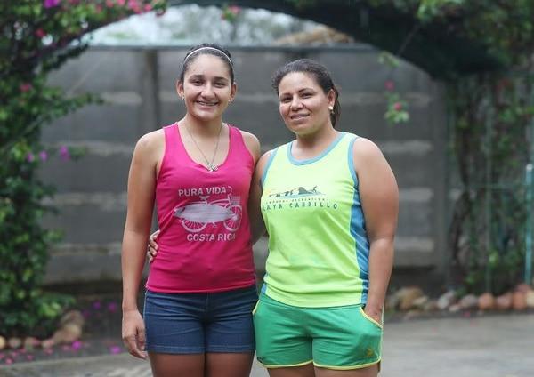 En la familia de Mónica Montero todos disfrutan del ciclismo. Su madre, Laura Castro, asiste regularmente a las carreras recreativas al formar parte del equipo Las tortugas cleteras de Liberia.