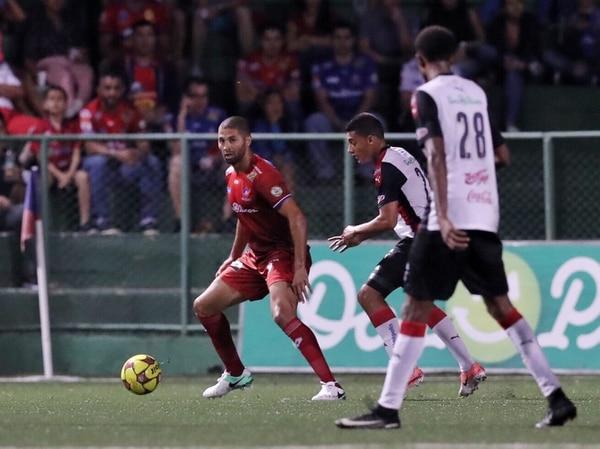 Álvaro Saborío fue titular y jugó los 90 minutos con San Carlos en el juego ante Alajuelense.