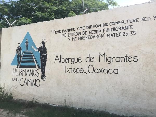 Este es el mural que se encuentra en la parte frente del albergue.