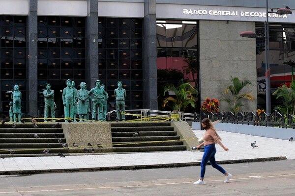 El BCCR utilizó la herramienta de brindar liquidez en el mercado secundario, este lunes 26 de octubre, al comprarle a inversiones bonos de Hacienda con vencimiento en 2029 y 2030. Foto: Rafael Pacheco
