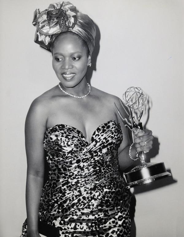 Talento galardonado. En 1987, Woodard recibió un premio Emmy por su trabajo en la serie L.A Law . Cortesía de Flores de la Diáspora Africana