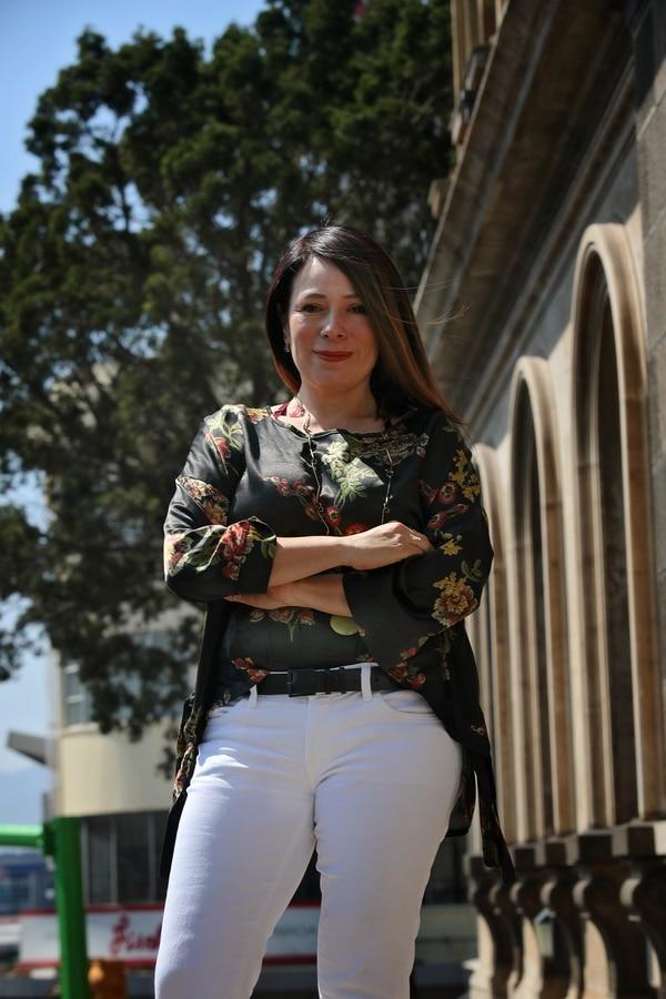 La directora Karina Salguero asume su puesto en medio de las discusiones por un préstamo que le daría el BCIE al teatro. Fotografía: John Durán