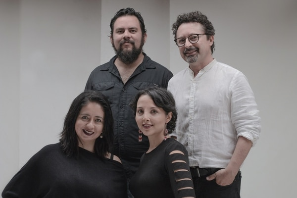 Mónica Mendoza, empresaria y actriz de profesión; Jorge Lopez, empresario del medio gastronómico; Remberto Campos, arquitecto y empresario; y Andrea Oryza, actriz profesional y productora teatral, son los socios detrás del proyecto Teatro Escalante.