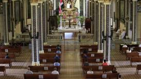 Sin cantos y con distanciamiento: así se vive el regreso de las misas y cultos en tiempos de pandemia