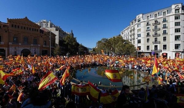 Decenas de miles de personas se congregaron este domingo 29 de octubre del 2017 en Barcelona para expresar su apoyo a la unidad de España.