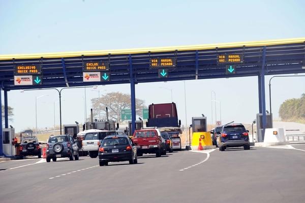 Los conductores que vuelven de Quepos, Guanacaste y Puntarenas a la capital el domingo en la tarde solo tendrán dos carriles y no los cuatro.