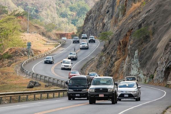 En promedio, por la carretera a Caldera circulan al día unos 70.000 vehículos, según datos del Tránsito. Algunos fines de semana, la vía colapsa por el exceso de carros. | JORGE ARCE