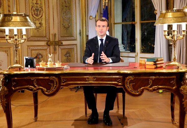 El presidente francés, Emmanuel Macron, presenta un discurso especial a la nación, después de cuatro semanas de protestas en todo el país, en el Palacio del Elíseo, en París, el lunes 10 de diciembre del 2018. Foto: AP