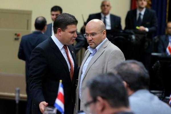 Los jefes del PUSC, Gerardo Vargas, y del Frente Amplio, Edgardo Araya, coinciden en la posibilidad de formar un acuerdo para presentar un solo proyecto de ley para fijar un techo a los salarios de los jerarcas públicos.