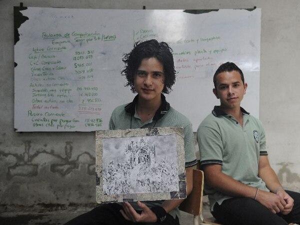 Josué Montero (izquierda) y Arturo Elizondo (derecha) son compañeros en la primera generación de cuarto año del CTP de San Isidro, de unos 80 estudiantes.. | ALBERT MARÍN