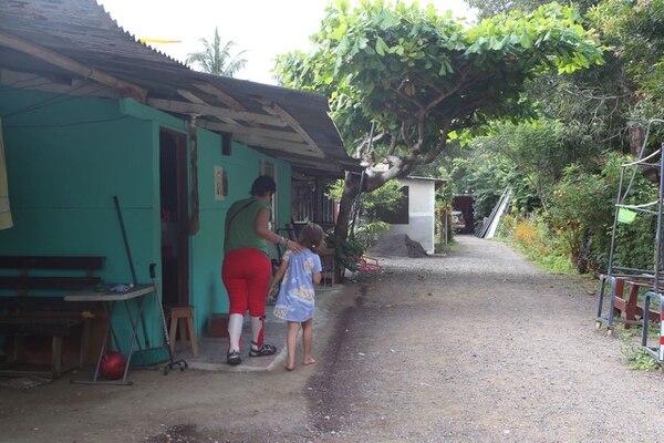 Teresa Viales estaba en el barrio Los Cholos, en Jacó, cuando ocurrió el sismo. Foto: Alonso Tenorio