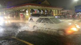Fuertes lluvias por paso de onda tropical afectaron 24 cantones