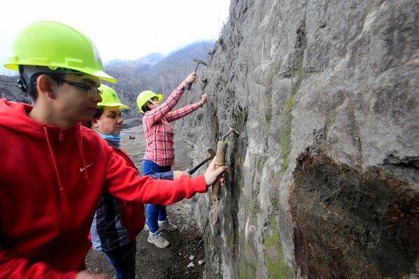 En el 'tour' se realiza trabajo de campo para aplicar los conocimientos adquiridos sobre el entorno. Foto: Rafael Pacheco
