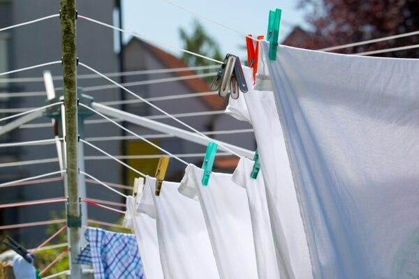 Los estudios demuestran que es durante los primeros lavados cuando la ropa pierde más microfibras. Shutterstock