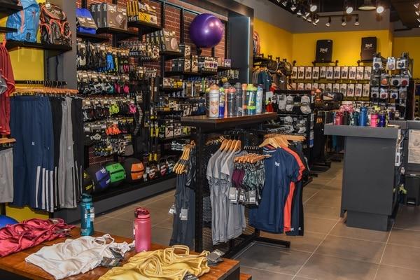 Apertura tienda Everlast en Multiplaza Escazú. Foto: Esteban Saballos.