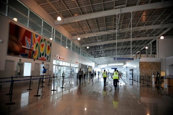 El aeropuerto internacional Daniel Oduber es el segundo en importancia para Costa Rica. Esta terminal duplicó el número de pasajeros y vuelos internacionales durante los últimos cinco años, el año anterior se registraron 755.000 viajeros, según datos del Instituto Costarricense de Turismo.   DIANA MÉNDEZ.