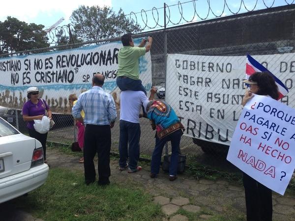 Tras el anuncio del Gobierno de que negociaría con OAS, integrantes del Foro Nacional se manifestaron en contra de ese proceso en setiembre. | ARCHIVO