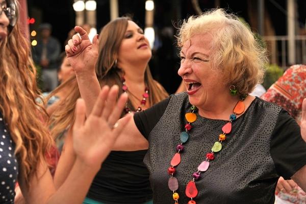 La artista plástica Zulay Soto celebró los 45 años del festival en Las Nubes de la única forma aceptable: bailando. Nina Cordero.