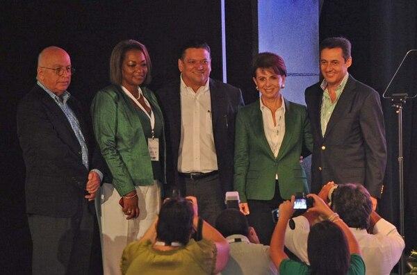 Johnny Araya posó junto con sus cuatro candidatos a diputado