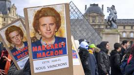 Batalla por reforma de pensiones en Francia llega al Parlamento