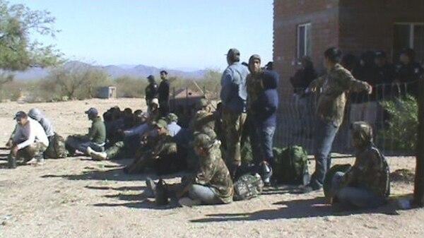 Autoridades mexicanas rescataron a 39 migrantes que presuntamente estaban secuestrados en un rancho del municipio de Altar, en el norteño estado de Sonora.