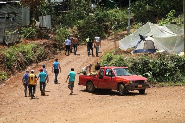 Los oreros han llegado a Crucitas tanto de comunidades sancarleñas como de Tilarán. También han llegado nicaragüenses.