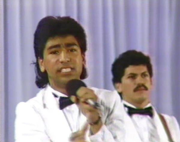 César Enrique Meléndez Espinoza interpreta el tema
