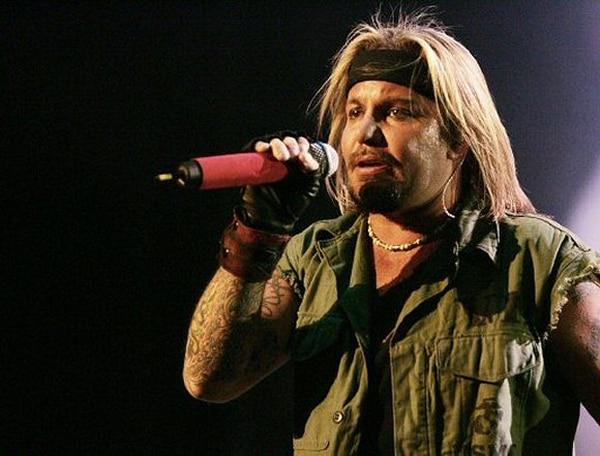 El vocalista de Mötley Crüe, Vince Neil, ya había sido acusado de agredir a una prostituta en 2003.