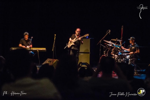 La agrupación No Pals está conformada por los músicos Salo Loyo, Lalo Carrillo, Víctor Loyo. Foto: Hernán Frías/Cortesía Nelson Álvarez