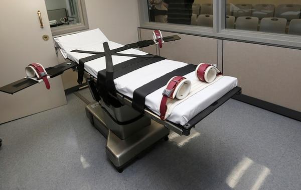 Esta es una de las camillas de la sala de ejecución en la penitenciaría estatal de Oklahoma. La Corte dijo ayer que el sedante midazolam se puede emplear en las ejecuciones sin violar la octava enmienda. | AP
