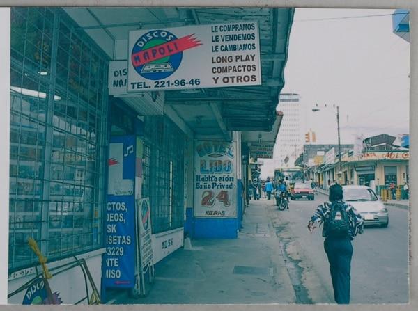 Así lució la fachada de la tienda por muchos años. La imagen corresponde a inicios del 2000. Reproducción: Jeffrey Zamora.