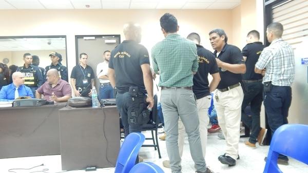 El juicio se realiza en las nuevas salas de juicio de los Tribunales de Limón y cuentan con mucha seguridad de parte de oficiales de cárceles del OIJ y de la Fuerza Pública. Foto de Rodolfo Martín