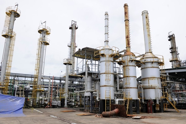 El proyecto chino-costarricense para modernizar la refinería de Moín está detenido desde junio del 2013. La planta dejó de operar en el 2011 y tenía una capacidad de refinar 18.000 barriles diarios de combustibles. | ARCHIVO